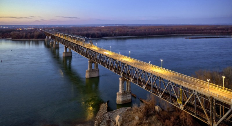 град Русе - Дунав мост. Осветление на уличните платна в българската част.
